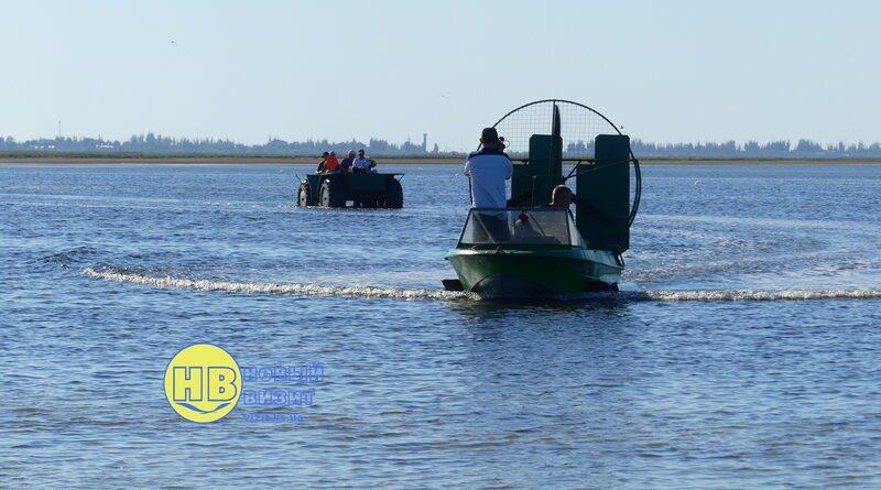 Житель Геническа впервые осуществил переход по воде нa caмoдeльнoй кoлёcнoй aмфибии
