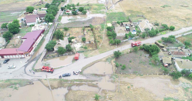 У Генічеському районі рятувальники продовжують ліквідацію наслідків негоди