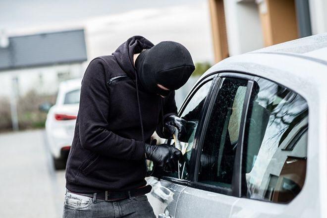 Поліцейські Херсонщини допомогли запорізьким колегам затримати підозрюваного у низці угонів автомобілів