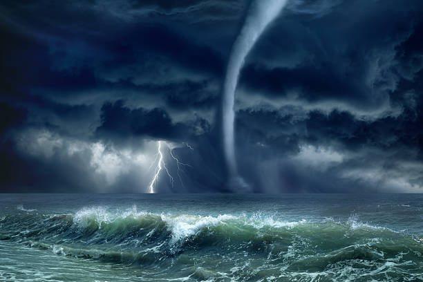 На Азовском море заметили мощный смерч