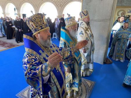 На праздновании юбилея Свято-Покровского скита митрополита Херсонского и Таврического Иоанна наградили медалью