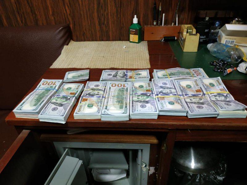 Прикордонники Херсонського загону виявили понад 100 тисяч доларів на іноземному судні