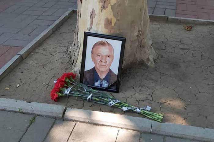 Був душею вулиці Суворова: херсонці сумують через смерть вуличного вокаліста