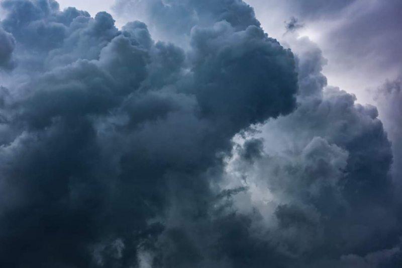 На Херсонщині оголошено штормове попередження через грозу та сильний вітер