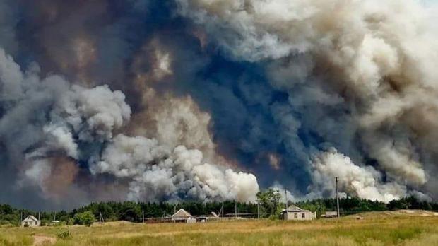 На Донбасі біля лінії фронту вирують масштабні пожежі