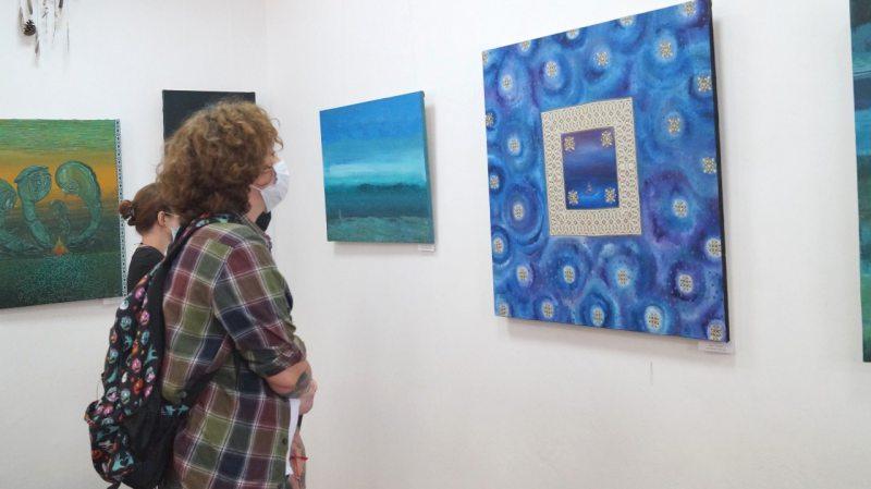 У Херсоні відкрилась заспокійлива виставка картин