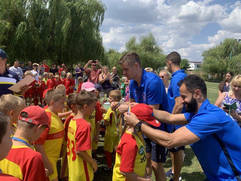 Юных херсонских футболистов наградили медалями и кубками