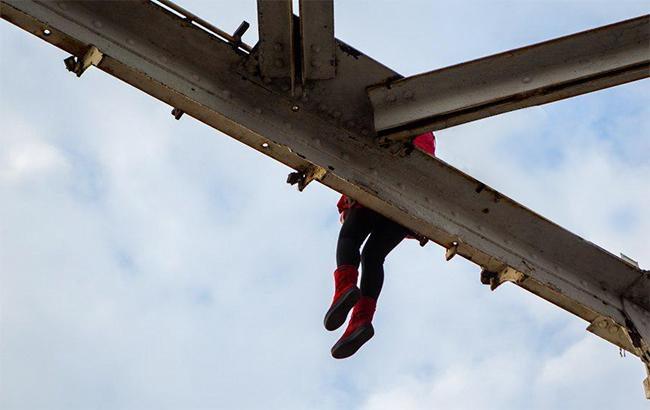 У Херсоні патрульні не дали жінці стрибнути з мосту