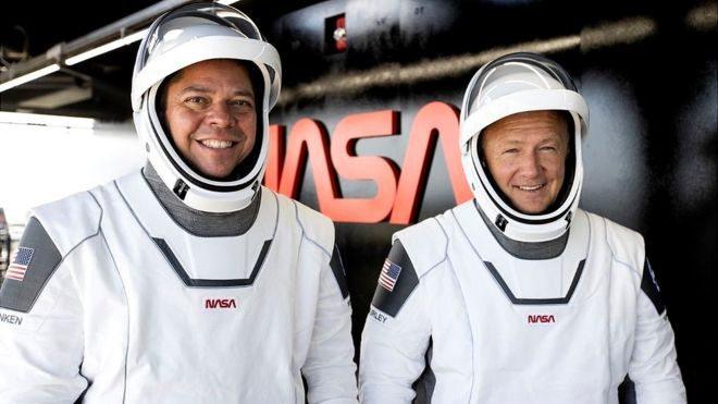 Астронавти Crew Dragon повернулися на Землю