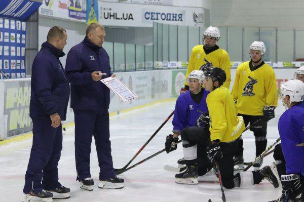 Хокейний клуб «Дніпро» розпочав підготовку до вирішальних ігор 4го сезону УХЛ