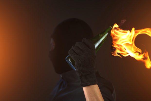 Двом молодикам, які підпалили будівлю синагоги в Херсоні, загрожує позбавлення волі