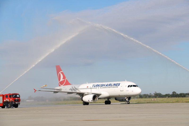 У херсонському аеропорту зустріли відновлений авіарейс Стамбул-Херсон-Стамбул
