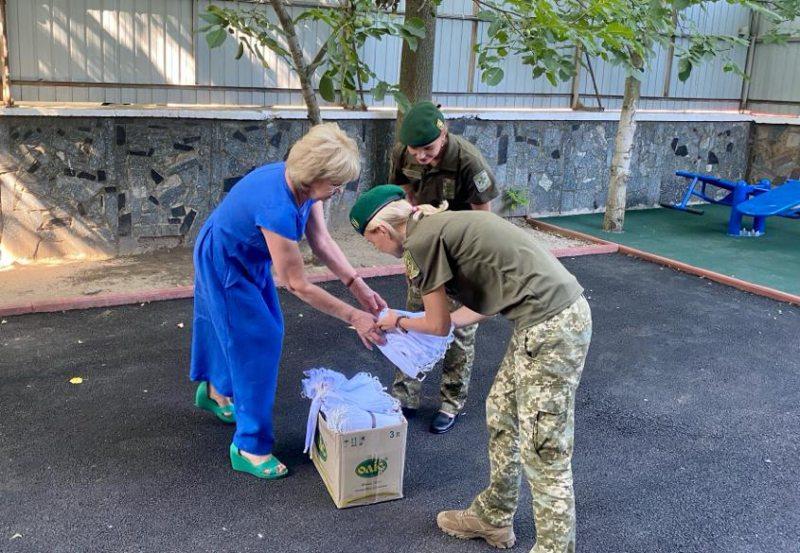 Херсонські волонтери передали прикордонникам 770 захисних масок