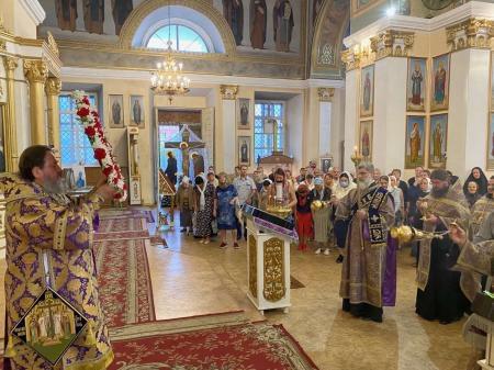 Митрополит Херсонский и Таврический Иоанн возглавил всенощное бдение накануне праздника Воздвижения Креста Господня (видео)