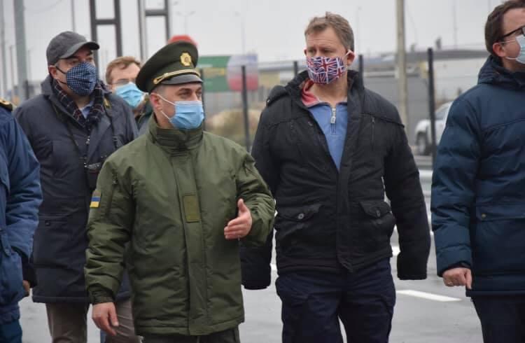 Представники Посольства Великої Британії в Україні відвідали КПВВ на адмінмежі з Кримом