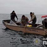 Водна поліція Херсонщини випустила із браконьєрських сіток здоровенних червонокнижних риб
