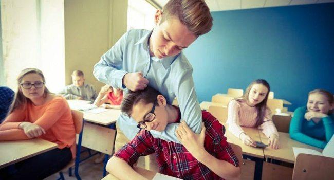 На Херсонщині школяр знущався з однокласника з інвалідністю
