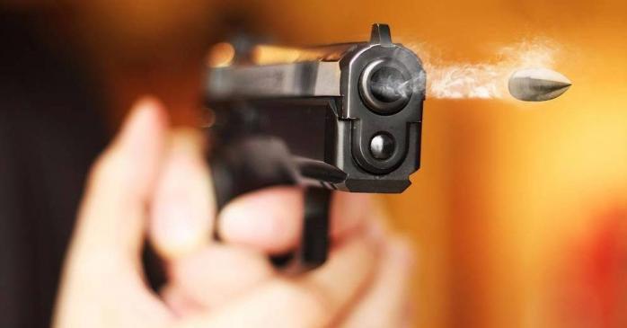 В Олешках між охоронцем готелю та відвідувачем виникла стрілянина