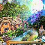 Жителька Херсона розмальовує місто в яскраві фарби
