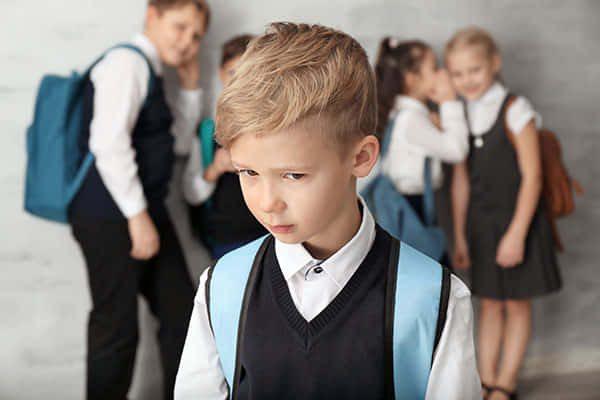 Б'ють, цькують та принижують: на Херсонщині в трьох школах виявили факти булінгу