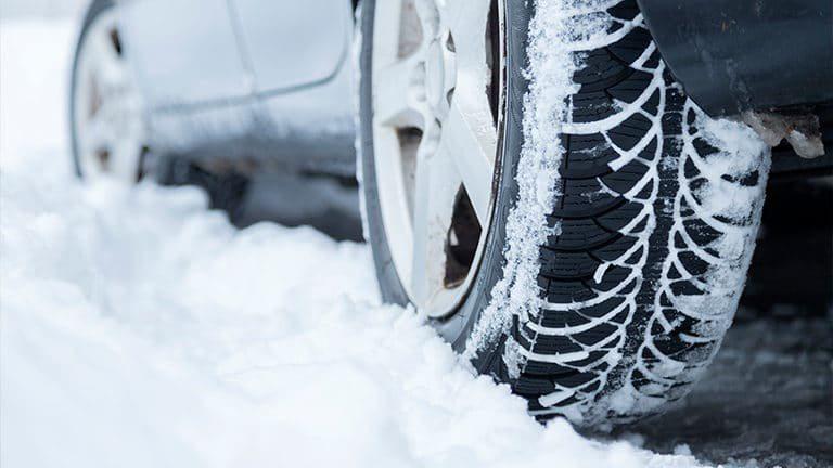 Через ускладнення погодних умов на Херсонщині водіїв та пішоходів закликають бути уважними та обережними