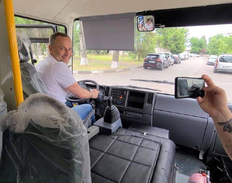 Колихаєв покатав херсонців на новому автобусі